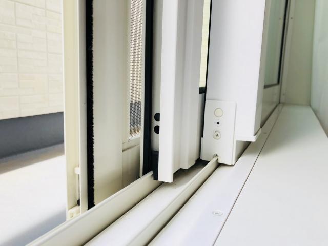古民家の窓を高性能なサッシに入れ替える