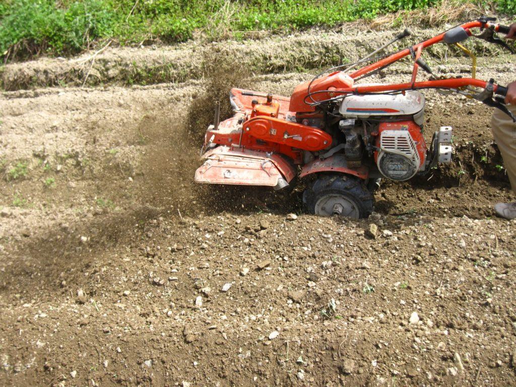 家庭菜園の畑仕事におすすめの農機具